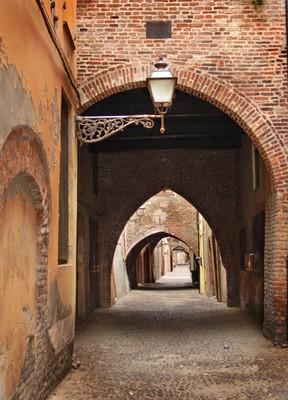 Podguides of Ferrara, the medieval city