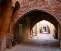 Cette charmante rue médiévale marque l'axe par lequel se développa la Ferrare dite linéaire du VIIe au XIe siècle après J.-C.