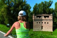 La splendida Rocca di Stellata è posta lungo la sponda destra del Po, sede di mostre ed esposizioni temporanee è uno dei monumenti simbolo di Bondeno.