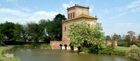 E' la testimonianza più significativa dello sforzo profuso nella difesa idraulica del territorio ed è legata alla storia delle bonifiche ferraresi intraprese dalla signoria Estense nel XVI secolo.