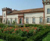 Originariamente casale di campagna, il Verginese fu trasformato in residenza ducale nel primo Cinquecento da Alfonso I d'Este e donato a Laura Eustochia Dianti.