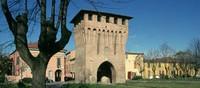 Con il suo centro storico caratterizzato dai numerosi portici che accompagnano le vie cittadine la città del Guercino è una piccola capitale dell'arte, della cucina...