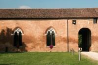 La Delizia di Belriguardo sorse per volere di Niccolò d'Este nel 1435. Fu la prima delle celebri residenze estensi ad essere edificata fuori dalle mura di Ferrara e rimase sempre la più ricca e sontuosa.